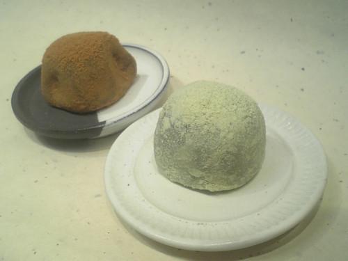 うぐいす餅(ゴマ餡&抹茶餡)